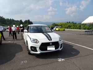 新型スイフトスポーツ白(大分県日田市のロードサービスと車屋のカードック弘成)