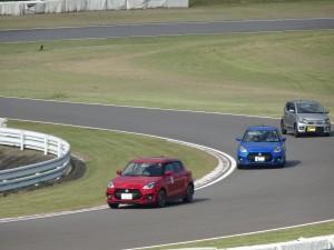 新型スイフトスポーツ走行(大分県日田市のロードサービスと車屋のカードック弘成)